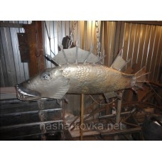 Декоративный элемент - кованая рыба
