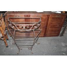 Консольный стол с полочками