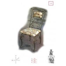 Кованый стул с мягким сиденьем.