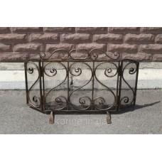 Кованая решетка приставная для камина
